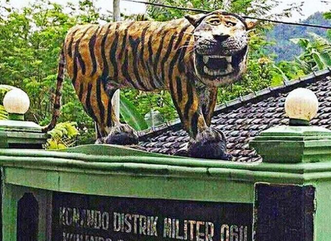 Insolito: El ejército de Indonesia destruye una estatua por fea