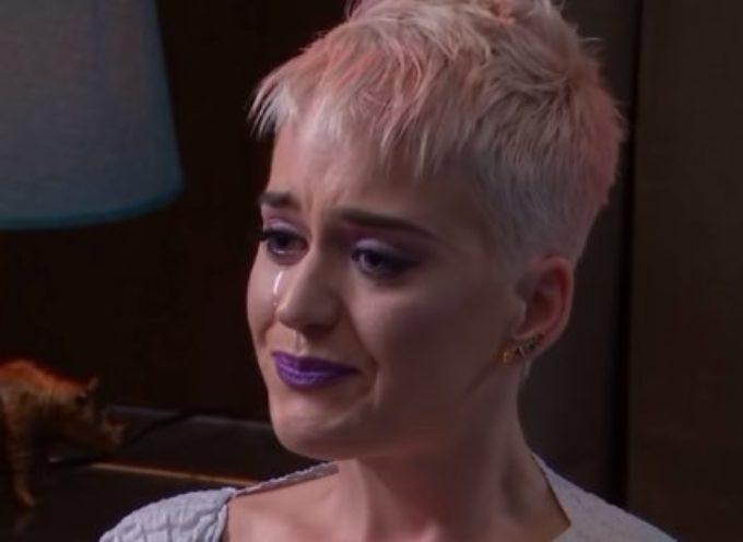 Katy Perry llora desconsolada al recordar quién era y como Dios la libró del suicidio