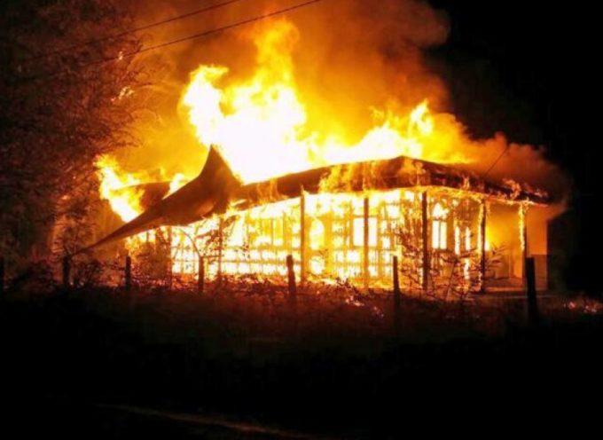 27 templos quemados es el saldo de la hostilidad en Chile