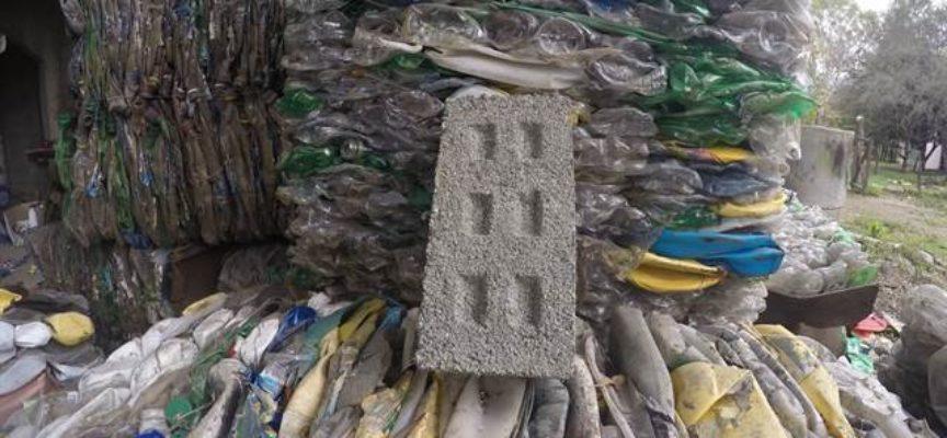 Argentinos que fabrican ladrillos con botellas recicladas y ganaron un premio de Google