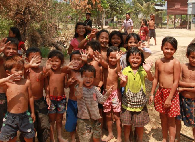 Cristiano arriesga su propia vida para llevar 100 mil biblias a los niños de Vietnam